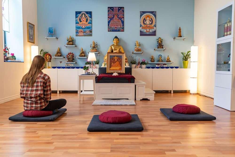 avalokiteshvara kadampa buddhist centre shrine meditator