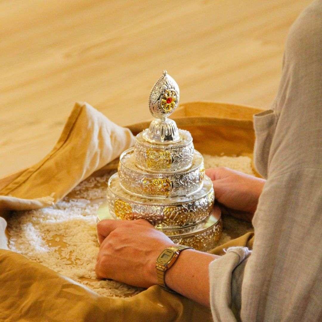 guru yoga mandala offering retreat